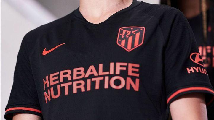 El Atlético del Madrid viste de negro con su segunda equipación