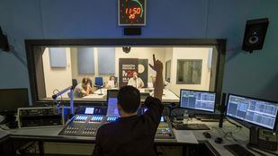 Principio del fin de M21: Cibeles paraliza el nuevo estudio de 'Radio Carmena'