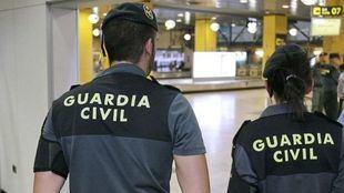 La Guardia Civil ha detenido a dos hombres por ser los presuntos autores del robo a varios ancianos de Pinto y Valdemoro usando la táctica de la falsa revisión eléctrica.