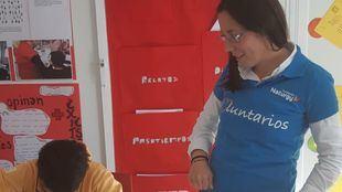 Voluntarios de la Fundación Naturgy, en un taller de Móstoles.