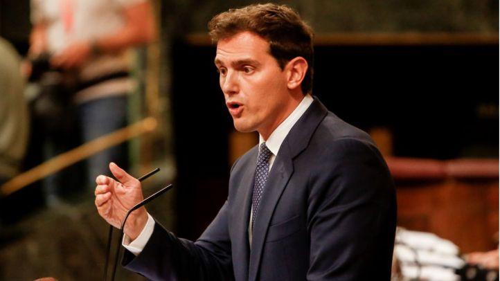 Cruce de reproches entre Rivera y Sánchez por los 'carnets del PSOE' y los pactos con Vox
