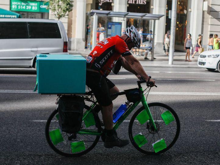 Un juzgado da la razón a los 'riders': son trabajadores de la empresa, no autónomos