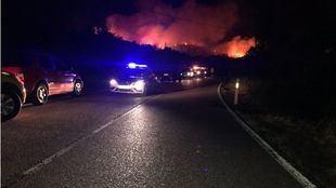 Un incendio en El Berrueco obligó a desalojar a algunos vecinos de forma preventiva. Algunas carreteras permanecen cortadas.