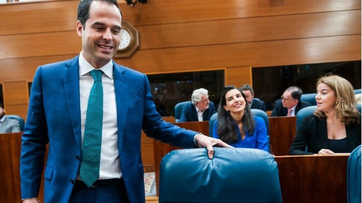 Ignacio Aguado (Ciudadanos) ha rechazado la oferta de  Rocío Monasterio (Vox) y amenaza la investidura de Ayuso.