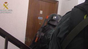 magen del operativo para detener a tres hombres acusados de robar una sucursal bancaria a punta de pistola en Villarejo de Sabanés.