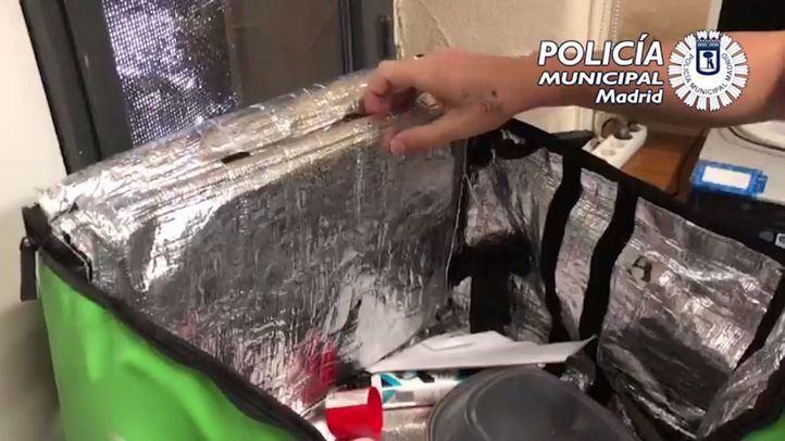 El detenido había modificado la bolsa de forma artesanal para ocultar la droga