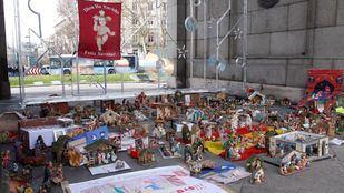 Belenes bajo la Puerta de Alcalá en 2016.