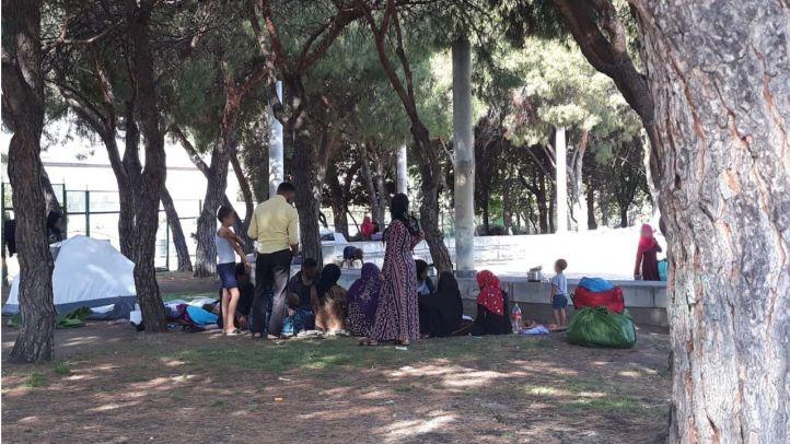 Refugiados sirios acampados frente a la mezquita de la M-30.