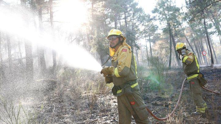 Labores de extinción en el incendio de Cadalso de los Vidrios, Cenicientos y Las Rozas de Puerto Real.