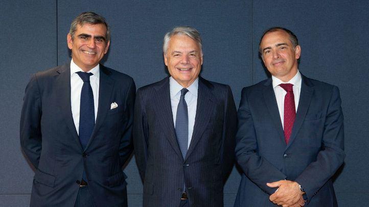 Juan Cruz, CIO de Cygnus, Ignacio Garralda, presidente de Grupo Mutua, Emilio Ortiz, CIO de Mutuactivos