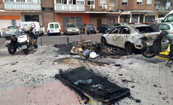 La quema de contenedores y coches asciende a 16 casos en julio