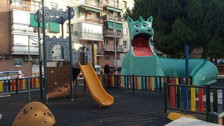 El dragón de La Elipa ya luce sus mejores galas