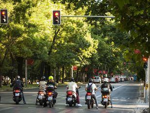 La DGT baraja, entre otras cosas, endurecer la sanción a los motoristas que no lleven casco