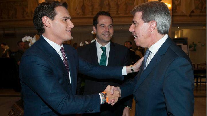 Foto de archivo de primer encuentro público de Ángel Garrido y Albert Rivera tras el paso del expresidente madrileño al partido naranja.