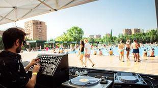 Aprender calistenia, DJ en la piscina y cines bajo las estrellas: planes para exprimir el 'finde'