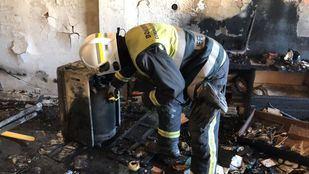 Cuatro dotaciones de bomberos llegaron para apagar el incendio
