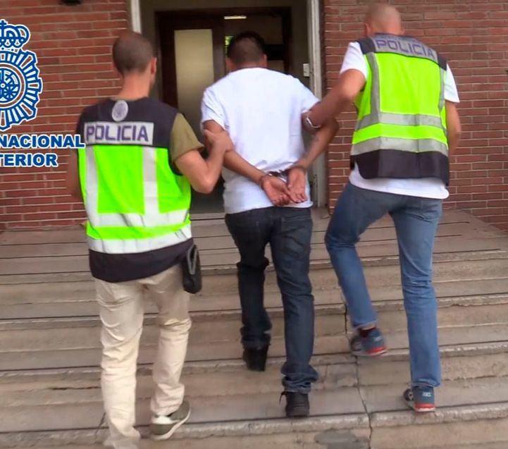 Golpe a las bandas latinas: detenidos 17 miembros de Latin Kings y Trinitarios