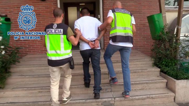 Momento de la detención de uno de los integrantes de bandas latinas.