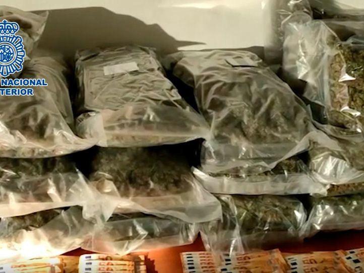Un policía fuera de servicio frustra el 'pase' de 24 kilos de marihuana en Alcalá