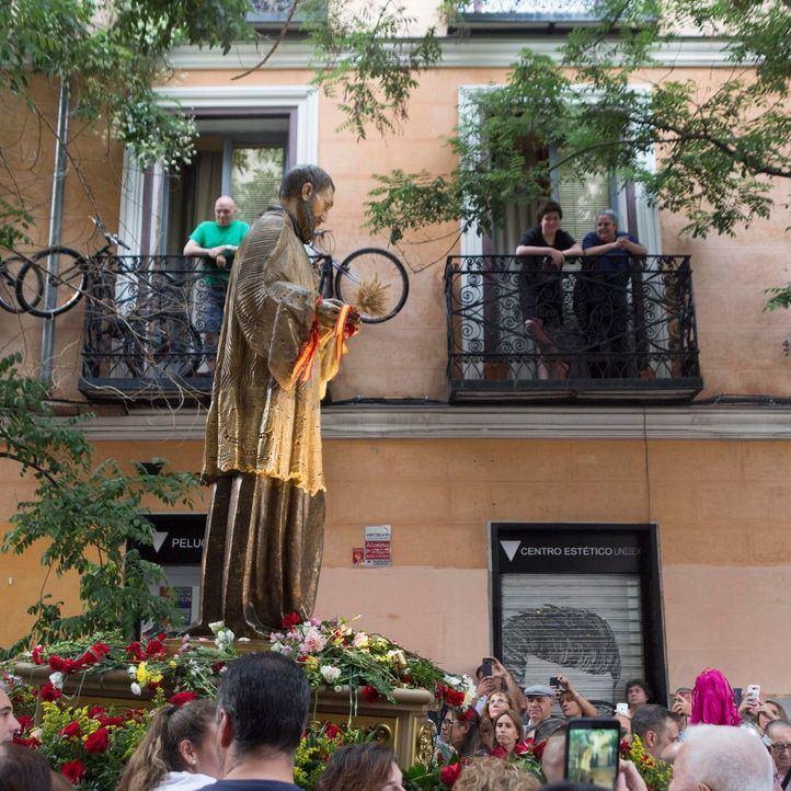 San Cayetano se pasea por el Rastro
