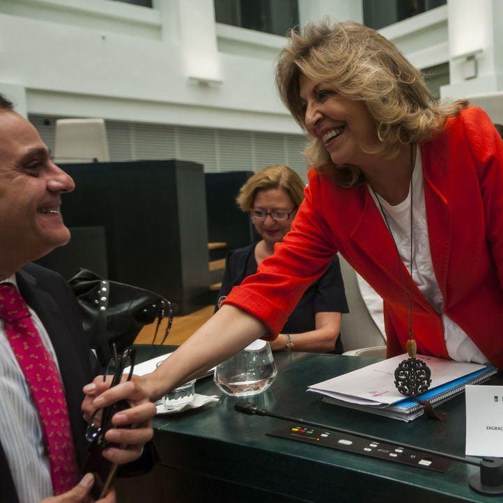 Tres alcaldesas veraniegas para sustituir a Almeida