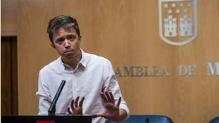 Íñigo Errejon compadece en rueda de prensa en la Asamblea de Madrid.