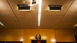 Varias informaciones siembran dudas sobre el pasado de Ayuso a pocos días de su investidura como presidenta de la Comunidad de Madrid.