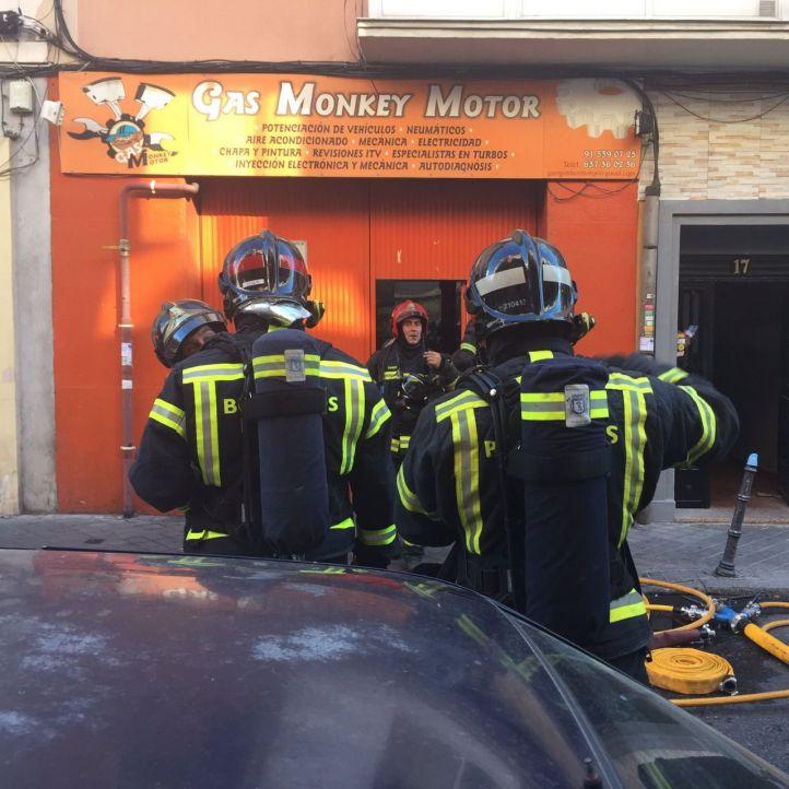 Sofocado un incendio en un taller mecánico de Usera