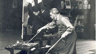 Joaquín Sorolla pintando en su estudio