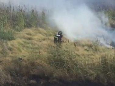 Los Bomberos de Madrid evitan que un incendio alcance un núcleo de chabolas en la Cañada Real