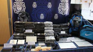Dos detenidos por intentar introducir 53 kilos de cocaína en la bodega de un avión