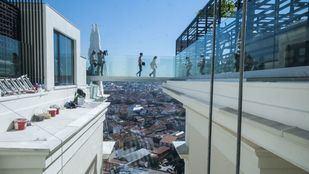 Pasarela de cristal en el hotel RIU Plaza España.