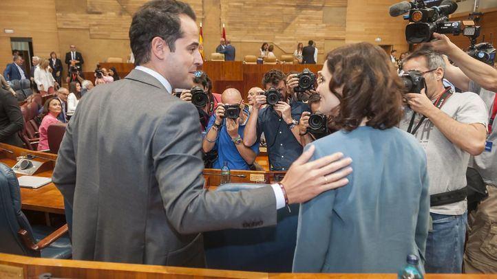 Continúan las informaciones sobre el pasado de Ayuso el mismo día en que, salvo sorpresa, será investida presidenta madrileña con los apoyos de Cs y Vox.
