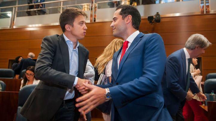 Una bronca con Ayuso y los reproches de Aguado convierten a Errejón en el líder de la oposición