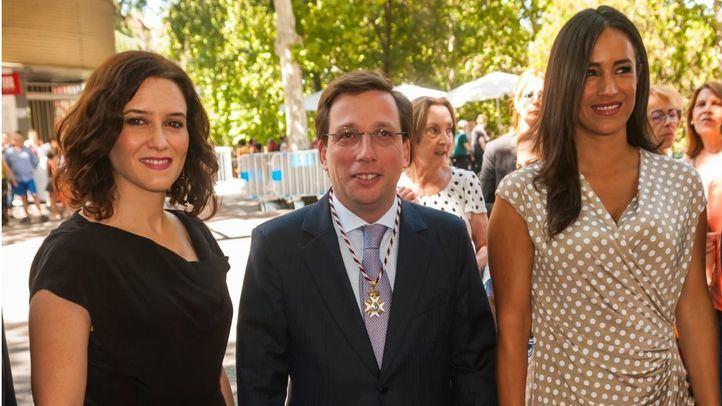 Isabel Díaz Ayuso, José Luis Martínez-Almeida y Begoña Villacís en las Fiestas de la Paloma.