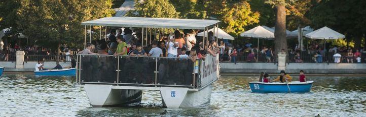 Barcas de primera y de segunda con gondolero: así se paseaba (antes) por el estanque de El Retiro
