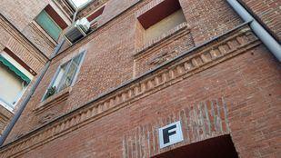Número 11 de la calle Tenerife, en el distrito de Tetuán, donde ha sido hallada la mujer.