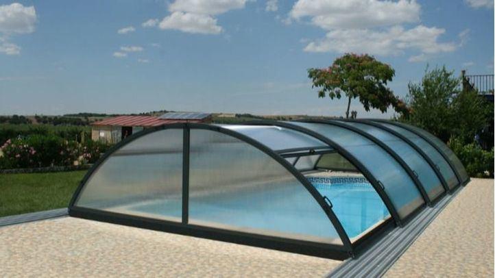 Mejora tu piscina con una cubierta de calidad