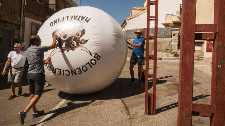 """Mataelpino presenta la nueva bola """"antiaccidentes"""" para sus Boloencierros"""
