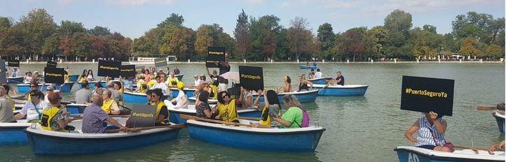 Un puerto seguro para el 'Open Arms': la petición de Amnistía Internacional desde las barcas del Retiro