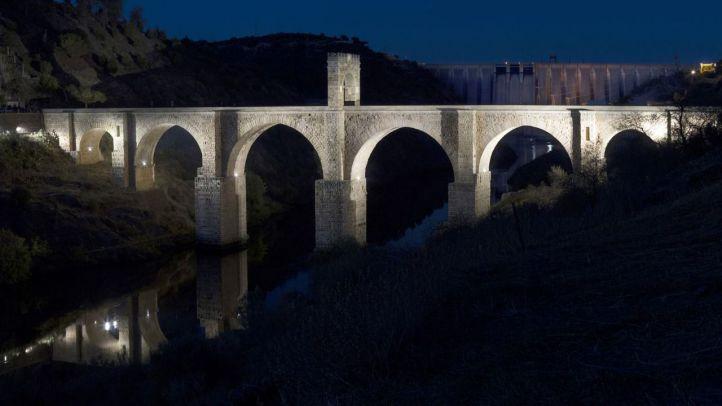 Iluminación del Puente Alcántara por Iberdrola.