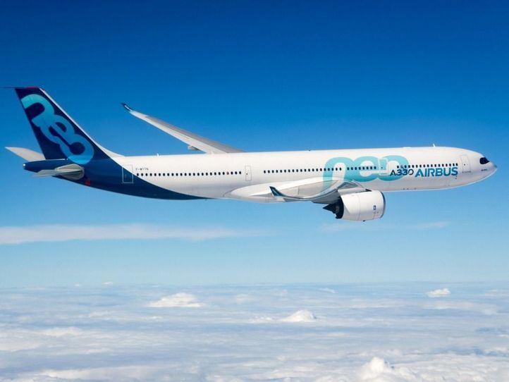 Aterriza con final feliz un avión tras caer en picado por graves turbulencias