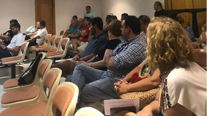 Varios líderes sindicales se han encerrado en el Salón de Plenos de Ciempozuelos en protesta por la 'falta de recursos'.