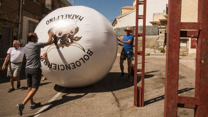 Arranca el boloencierro de Mataelpino con nueva bola y casco