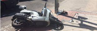 Herido grave tras colisionar con un coche y salir despedido de su moto
