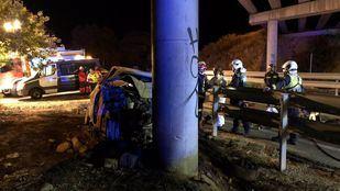 Fallece al incendiarse su coche tras chocar contra un pilar