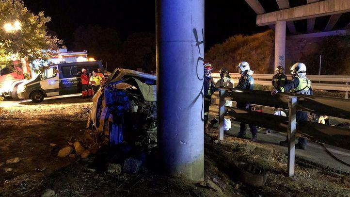 El conductor del vehículo ha fallecido en el acto tras arder el turismo
