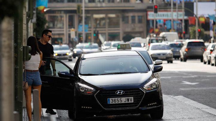 Madrid acapara más de la mitad de licencias VTC: cuenta con un coche por cada dos taxis