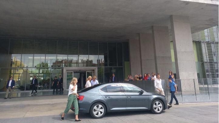 La Infanta Cristina visita al Rey Juan Carlos I en el segundo día de posoperatorio