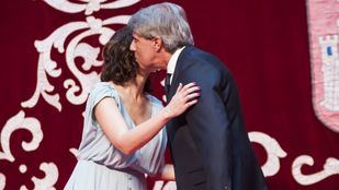 Isabel Díaz Ayuso y el expresidente -ahora consejero de Transportes-, Ángel Garrido, en la toma de posesión de sus cargos, el pasado martes, en la Puerta del Sol.